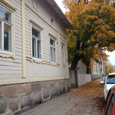 Utsidan av huset där både Sirkkala eftis och ungdomsgården Zabadak är.