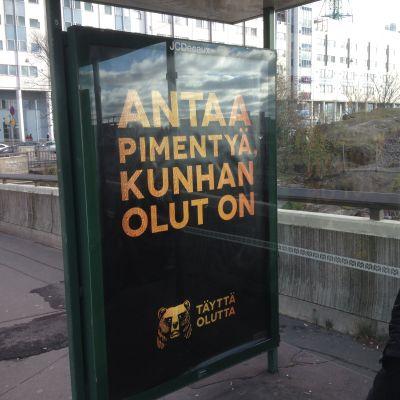 alkoholreklam på busshållplats i Böle