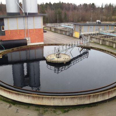 vattensedimenteringsbassäng vid reningsverket på Hermansö