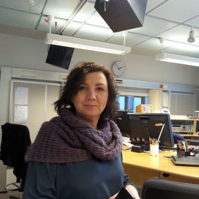 Emina Arnautovic besöker Radio Vega i Vasa