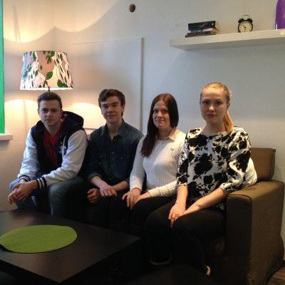 Joonatan Vanhala, Antto Tunkkari, Ursula Almén, Sonja Vertainen är abiturienter 2015 i Karleby.
