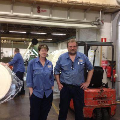 Mabel Olsson och Kurt Fagerström arbetar på cellplastfabriken Termonova i Ingå