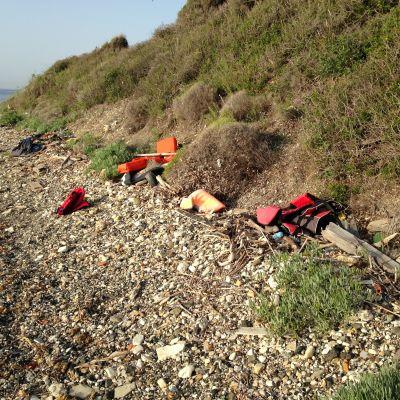 Flytvästar på stranden i Lesvos