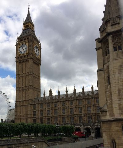 Big Ben med London eye i bakgrunden