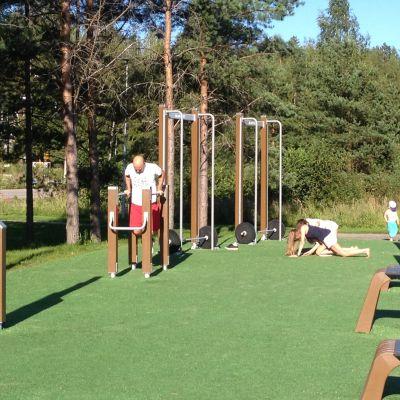 Folk tränar i Kodderviken