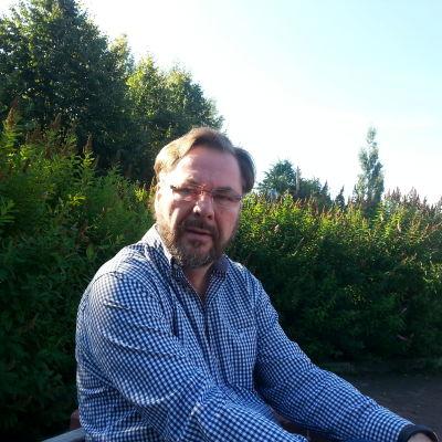 Småföretagare Tomas Bäck är för regeringens sparåtgärder