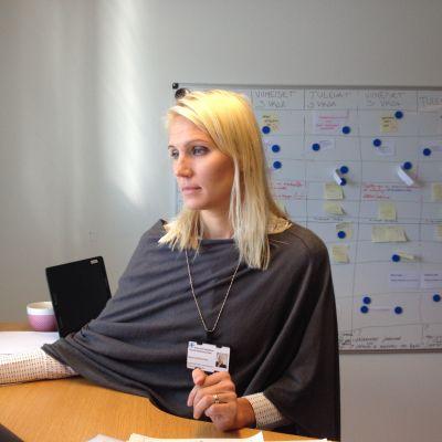 Administrativa överskötaren Marina Kinnunen på Vasa centralsjukhus.