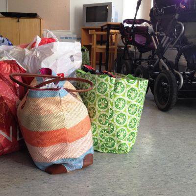 väskor och barnvagnar