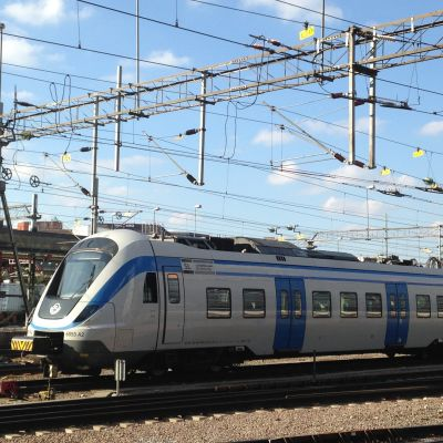 Folk åker tåg som aldrig förr, men förseningar har blivit vardag i Sverige.