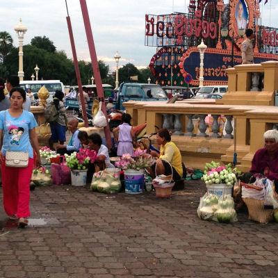 Blomsterfösäljare i Pnom Penh.