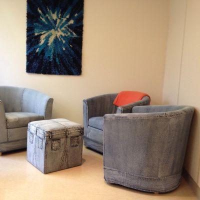 Sittgrupp i elevvårdens rum i Borgå.