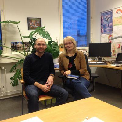 Forskare Ingo Stamm och professor Aila-Lena Matthies vid Karleby universitetscenter Chydenius.