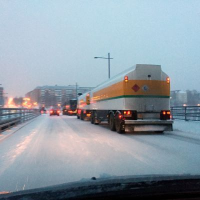 Trafikkaos på Vasklotbron i Vasa.
