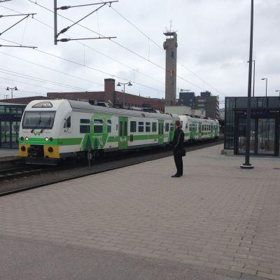 Lähijuna lähdössä Tampereen rautatieasemalta