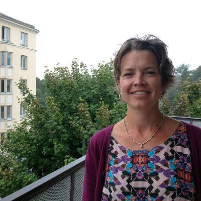 Petra Willamo på Barnavårdsföreningens balkong i Tölö.