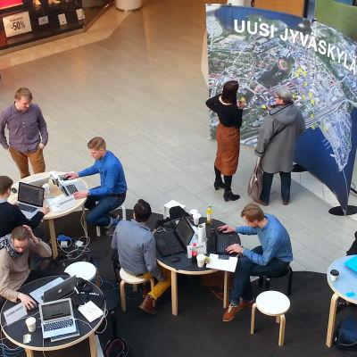 uutta Jyväskylää suunnittelemassa Kaupunki uusiksi kuvauksissa
