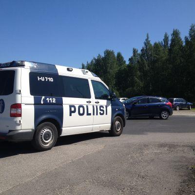 Polisbil parkerad i Näse i Borgå
