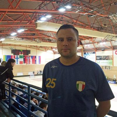 Marcello Cucinotta från Vasa representerar Italien i innebandy,