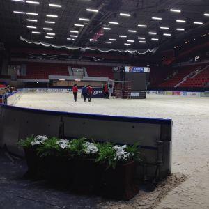Förberedelserna för Horse Showen är igång i Helsingfors Ishall.