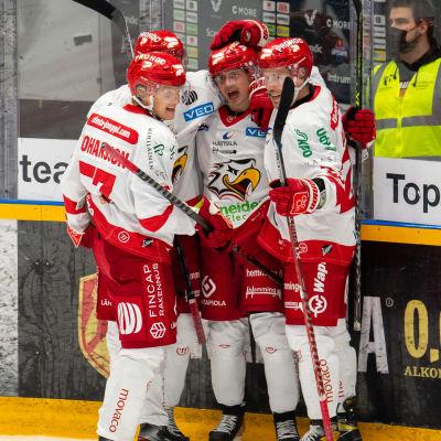 Vasa Sport firar mål.