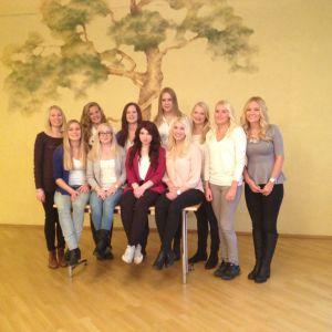 Årets luciakandidater med fjolårets lucia, Julia Hanhikoski, till höger.