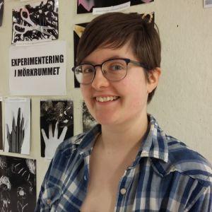 Hermina Fjòla Ingòlfsdottir från Island studerar teater vid Västra Nylands folkhögskola i Karis.