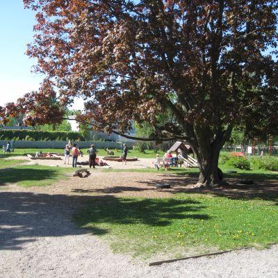 Bland annat här på Halmstadsgården kommer förskolekuratorn att finnas till hands.