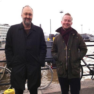 Raoul Grünstein och Olli Sirén tycker att det skulle vara trevligt att hoppa i plurret vid Sveaborgsfärjan