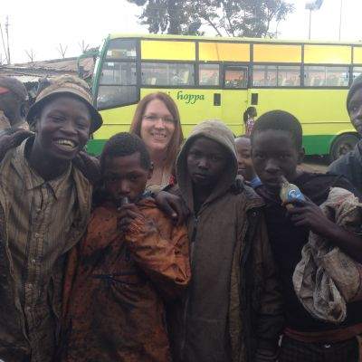 Gatubarn i Kenyas slum