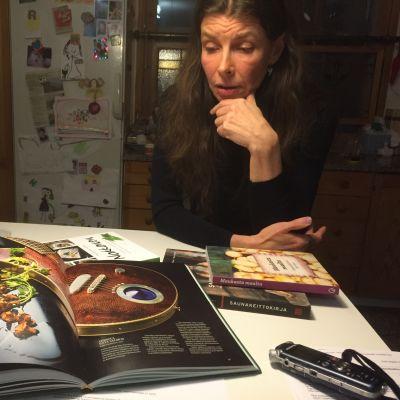 Oululainen kirjailija-toimittaja Katariina Vuori