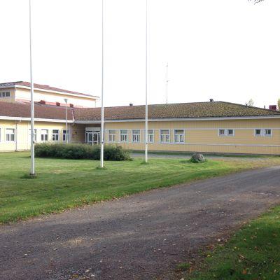Kiteen Koivikkolan vastaanottokeskus tulee entisen maatalousoppilaitoksen päärakennukseen sekä opiskelijaasuntolaan.