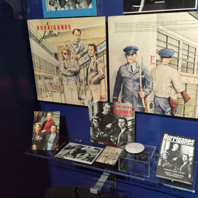 Kuva Hurriganes -näyttelyn esineistä Vapriikissa
