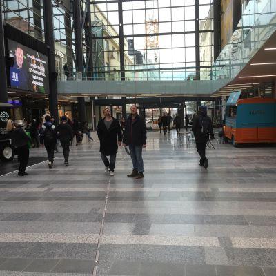 Kauppakeskus Valkean Kesäkatu on Oulun kaupungin katualuetta, mutta kauppakeskuksen sisällä.