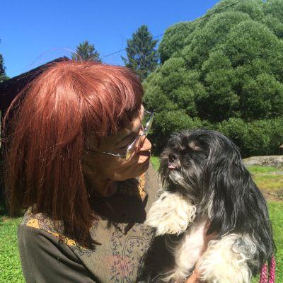 Anja Rihanna-koiransa