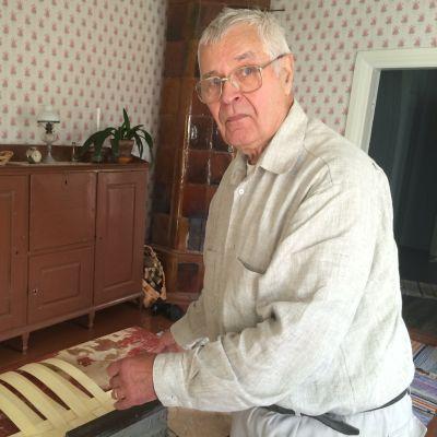 Raimo Haavisto tekee tuohitöitä lähinnä haavoista