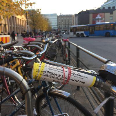 Polkupyöriä Helsingin rautatieasemalla