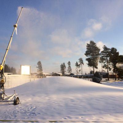 Vetelissä tehdään lunta maakuntaviestin vuoksi.