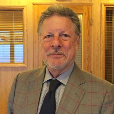 Suurlähettiläs Charles C. Adams
