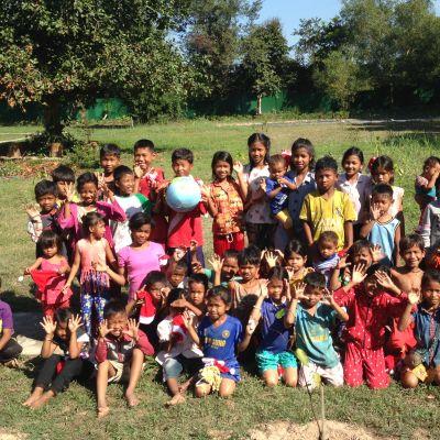 Kambodzan workshopin lapsia.