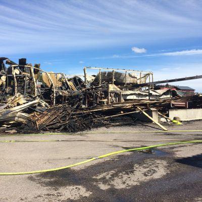 Tulipalossa tuhoutunut saharakennus