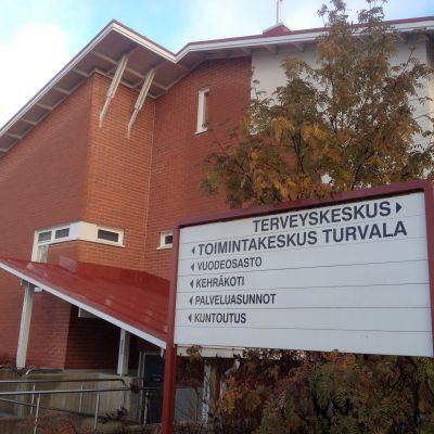 Turvalan palvelukeskus Polvijärven kirkonkylässä.