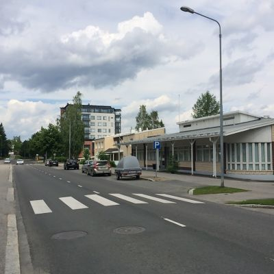 Vanha liike- ja toimistorakennus Kuopion uudella Haapaniemellä.