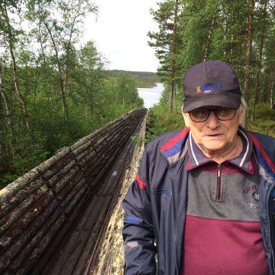 Tauno Haltta Nellimin vanhalla uittorännillä.