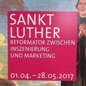 Plansch för utställningen Sankt Luther i Nikolaikyrkan i Berlin.