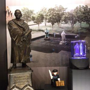 Olika föremål till minnet av Martin Luther
