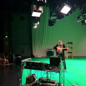 Jukka Nousiainen äänittää Pasilan studiotalolla elokuussa 2015