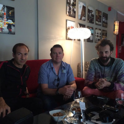 Filmen Pulp: A Film About Life, Death & Supermarkets. På bild: Alex Boden (producent), Nick Banks (trummis i Pulp), Florian Habicht (regissör)