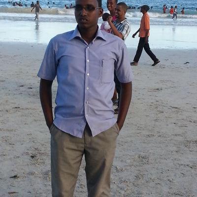 afrikkalainen mies rannalla