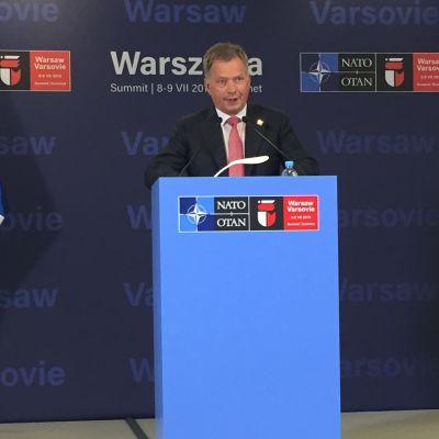 President Saui Niinistö under EU-Natomötet i Warszawa.