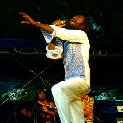 Buju Banton Ilosaarirockissa vuonna 2006.